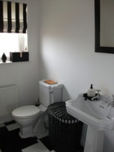 005823-5-65BlueCedarsbathroom
