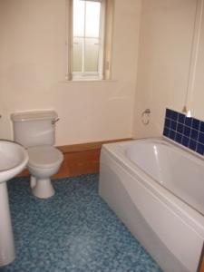 980-7-Obrienrowbathroom